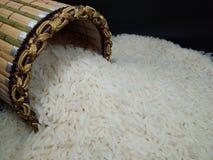 Ρύζι της Jasmine στο καφετί καλάθι inThailand Στοκ Φωτογραφίες