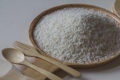 Ρύζι της Jasmine στο ξύλινο πιάτο Στοκ Εικόνα