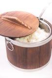 Ρύζι της Jasmine στο ξύλινο κύπελλο Στοκ εικόνες με δικαίωμα ελεύθερης χρήσης