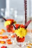 Ρύθμιση ανθοδεσμών λουλουδιών για τη διακόσμηση Στοκ Φωτογραφίες