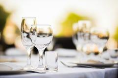 Ρύθμιση γαμήλιων πινάκων συμποσίου Στοκ εικόνα με δικαίωμα ελεύθερης χρήσης