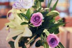 Ρύθμιση λουλουδιών γαμήλιας ανασκόπησης Στοκ φωτογραφία με δικαίωμα ελεύθερης χρήσης