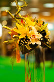 ρύθμιση λουλουδιών με το μπαμπού Στοκ Φωτογραφίες