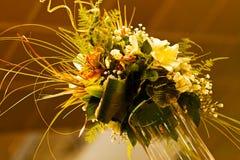 ρύθμιση λουλουδιών με το μπαμπού Στοκ Εικόνες