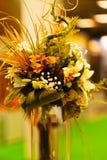 ρύθμιση λουλουδιών με το μπαμπού Στοκ εικόνα με δικαίωμα ελεύθερης χρήσης