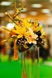 ρύθμιση λουλουδιών με το μπαμπού Στοκ φωτογραφία με δικαίωμα ελεύθερης χρήσης