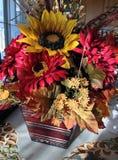 Ρύθμιση λουλουδιών πτώσης στοκ εικόνες
