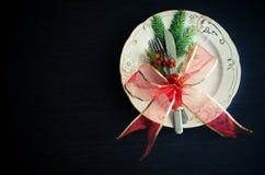 Ρύθμιση, πιάτο, μαχαίρι και δίκρανο θέσεων Χριστουγέννων Στοκ φωτογραφία με δικαίωμα ελεύθερης χρήσης