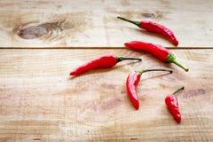 Ρύθμιση των κόκκινων chilipeppers Στοκ εικόνα με δικαίωμα ελεύθερης χρήσης