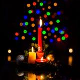 Ρύθμιση Χριστουγέννων με τα κεριά και τα φω'τα δέντρων Christamas στοκ εικόνες με δικαίωμα ελεύθερης χρήσης