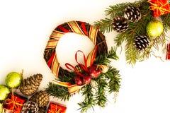 Ρύθμιση Χριστουγέννων με τους κλαδίσκους πεύκων στοκ φωτογραφίες με δικαίωμα ελεύθερης χρήσης