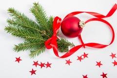 Ρύθμιση Χριστουγέννων με τους κομψούς κλάδους στοκ φωτογραφία