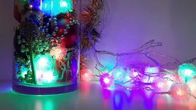 Ρύθμιση Χριστουγέννων του νέου ντεκόρ έτους ` s ένα εορταστικό βράδυ φιλμ μικρού μήκους