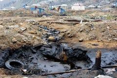 Ρύπανση πετρελαίου που ρέει από τις αντλίες χερσαίες στο Μπακού, Αζερμπαϊτζάν Στοκ φωτογραφία με δικαίωμα ελεύθερης χρήσης