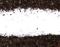 Ρύπος, εδαφολογικός σωρός που απομονώνεται στο άσπρο υπόβαθρο στοκ εικόνα