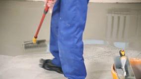 Ρύπος το πάτωμα με έναν κύλινδρο απόθεμα βίντεο