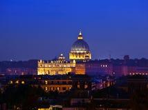 Ρώμη. Βατικανό. Βασιλική του ST Peter τη νύχτα Στοκ Εικόνες