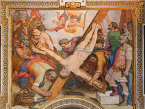 Ρώμη - η σταύρωση της νωπογραφίας του ST Peter από το Γ Β Ricci από 16 σεντ στο Di Σάντα Μαρία Chiesa εκκλησιών σε Transpontina στοκ φωτογραφία με δικαίωμα ελεύθερης χρήσης