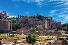 Ρώμη, Ιταλία. Το ρωμαϊκό φόρουμ (λατινικά: Φόρουμ Romanum) στοκ εικόνες με δικαίωμα ελεύθερης χρήσης