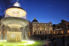 Ρώμη - πηγή σε StPeter& x27 τετράγωνο του s Στοκ Εικόνες