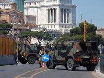 Ρώμη - στρατιωτική προεδρία στα αυτοκρατορικά φόρουμ στοκ φωτογραφίες