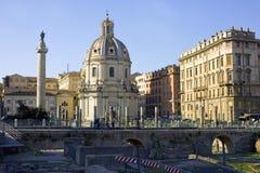 Ρώμη το φόρουμ Trajan archeological σκάψτε τη στήλη στοκ εικόνα