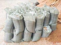 Σάκοι με τα οικοδομικά υλικά - άμμος και αμμοχάλικο στοκ εικόνες με δικαίωμα ελεύθερης χρήσης