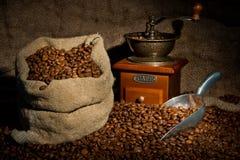 σάκος μύλων καφέ φασολιών Στοκ Φωτογραφίες