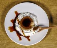 σάλτσα αυγών κρέμας καραμέλας Στοκ Φωτογραφία