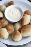 σάλτσα πιτσών σκόρδου ψωμ&iot Στοκ Φωτογραφίες
