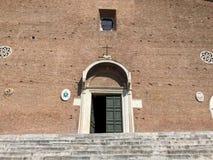 Σάντα Μαρία σε Ara Coeli, Ρώμη, Ιταλία Πρόσοψη της βασιλικής Στοκ φωτογραφία με δικαίωμα ελεύθερης χρήσης