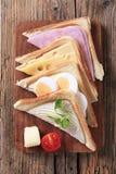 Σάντουιτς ζαμπόν, τυριών και αυγών Στοκ εικόνες με δικαίωμα ελεύθερης χρήσης