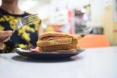 Σάντουιτς και πεινασμένος Στοκ Εικόνες