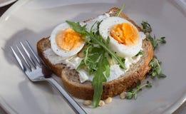 Σάντουιτς με τα αυγά στοκ εικόνα με δικαίωμα ελεύθερης χρήσης