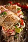 Σάντουιτς με τα φρέσκα λαχανικά και το ζαμπόν Στοκ Εικόνες