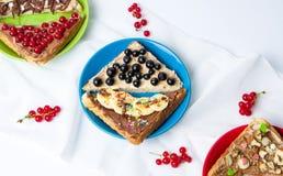 Σάντουιτς με τα φρούτα και τη γλυκιά κρέμα Στοκ εικόνα με δικαίωμα ελεύθερης χρήσης