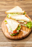 Σάντουιτς με τις οδοντογλυφίδες και τα λαχανικά Στοκ φωτογραφία με δικαίωμα ελεύθερης χρήσης