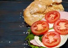 Σάντουιτς με το ζαμπόν και τα λαχανικά στοκ φωτογραφία με δικαίωμα ελεύθερης χρήσης