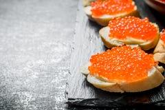 Σάντουιτς με το κόκκινο χαβιάρι στοκ εικόνες