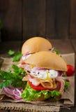 Σάντουιτς με το μπέϊκον και το λαθραίο αυγό Στοκ Εικόνα