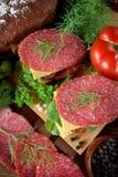 Σάντουιτς με το σαλάμι, το τυρί και το arugula Στοκ Φωτογραφία