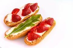 σάντουιτς με το arugula και τις φράουλες Στοκ Εικόνες
