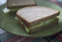 Σάντουιτς με το hummus πράσινων μπιζελιών στοκ εικόνα