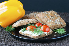 Σάντουιτς με το ricotta και τις ντομάτες Στοκ Εικόνες