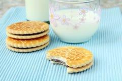 σάντουιτς μπισκότων σοκ&omicr Στοκ φωτογραφίες με δικαίωμα ελεύθερης χρήσης