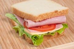 Σάντουιτς ντοματών, σαλαμιού και τυριών Στοκ εικόνες με δικαίωμα ελεύθερης χρήσης