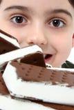 σάντουιτς παγωτού αγορι Στοκ φωτογραφία με δικαίωμα ελεύθερης χρήσης