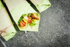 Σάντουιτς περικαλυμμάτων με πράσινα tortillas Στοκ Εικόνες