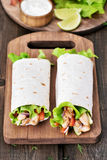 Σάντουιτς περικαλυμμάτων με το κρέας κοτόπουλου Στοκ Εικόνες