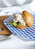 Σάντουιτς σαλάτας κοτόπουλου Στοκ φωτογραφία με δικαίωμα ελεύθερης χρήσης